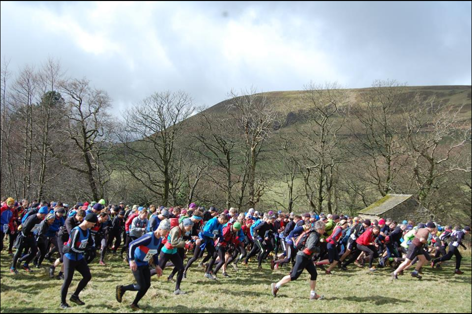 Start of Edale Skyline race